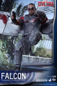 marvel-captain-america-civil-war-falcon-sixth-scale-hot-toys-902689-07