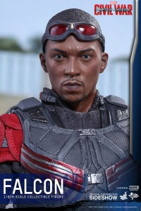 marvel-captain-america-civil-war-falcon-sixth-scale-hot-toys-902689-16