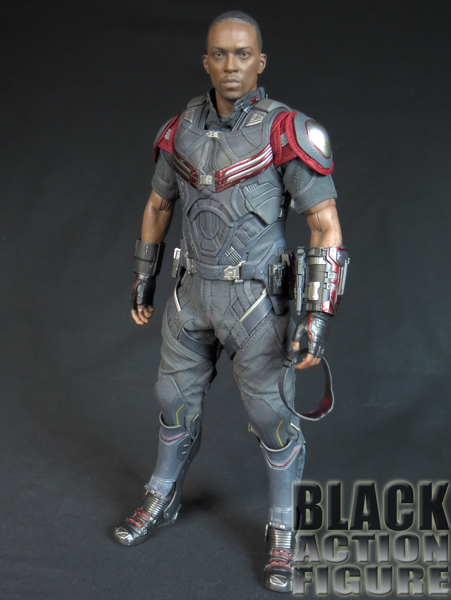 Review Hot Toys 1 6 Scale Falcon From Captain America Civil War