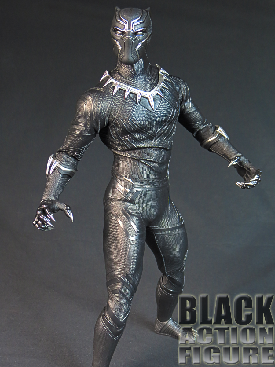 BlackPanther_HotToys_10.jpg
